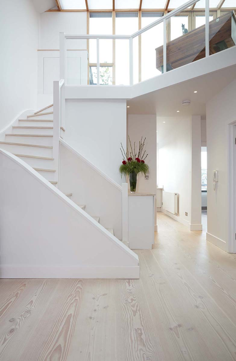London Hampstead Project Leads A Feature On Hallway Design