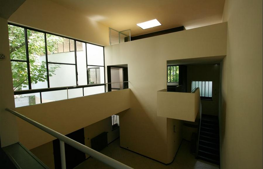 maison la roche hallway
