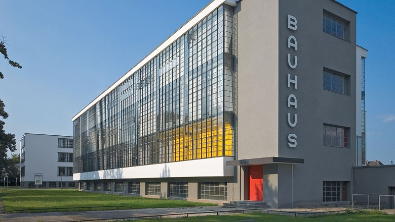 bauhaus design school by walter gropius